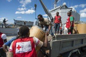 Mission humanitaire du BATRAL Dumont d'Urville à Ste Lucie et S