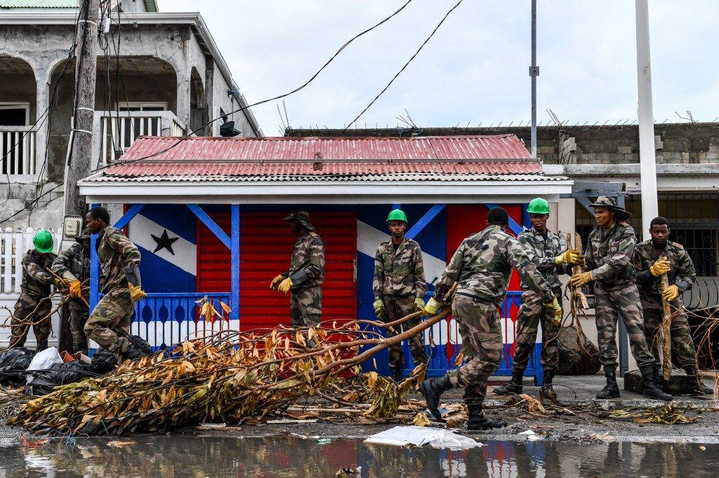 Ouragan Irma - Déblaiement de rues à Marigot avec le RSMA de G